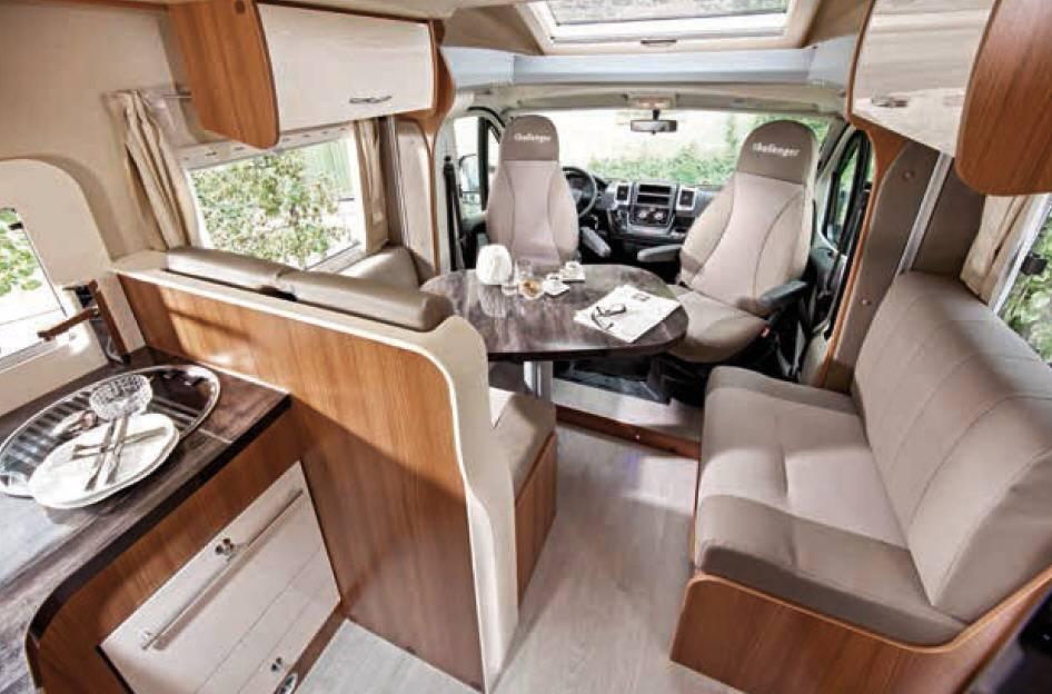 Challenger Genesis 398 EB - Interior