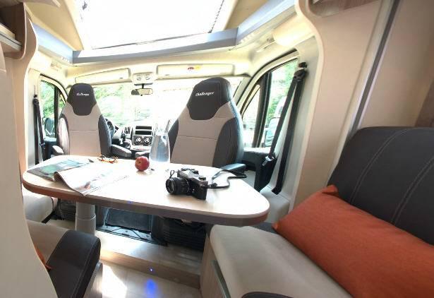 Challenger Genesis 388 EB - Interior