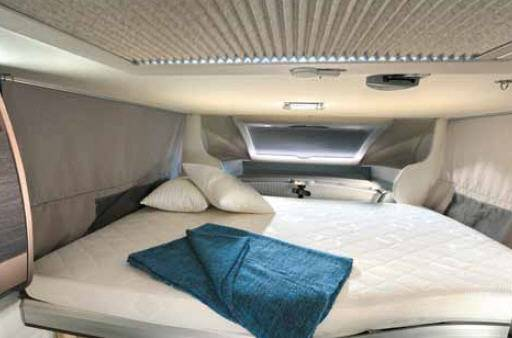 Challenger Genesis 387 GA - Interior