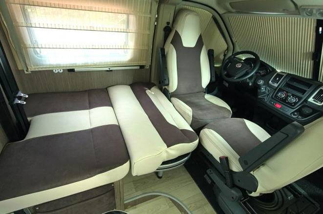 Challenger Vany V114S Exclusive - Interior