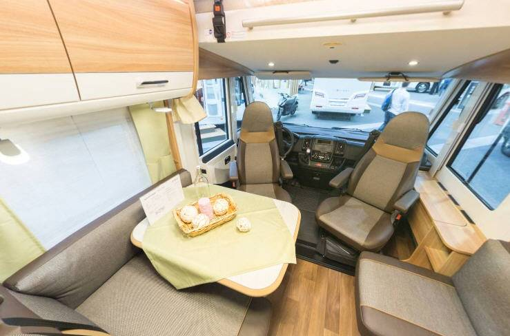 Dethleffs Advantage I I 7051 DBM - Interior