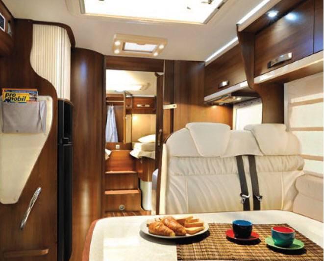 Mclouis Tandy 673G - Interior