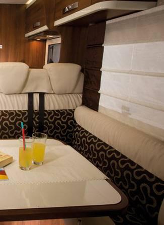 Mclouis Nevis 872 - Interior