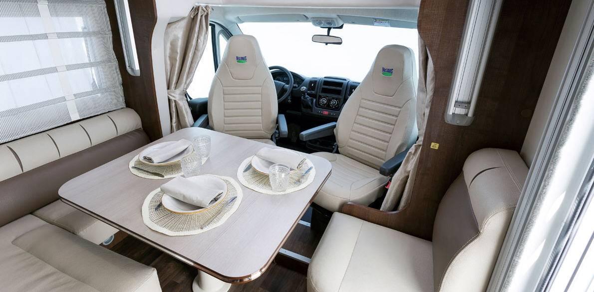 Mclouis Ness 76G - Interior