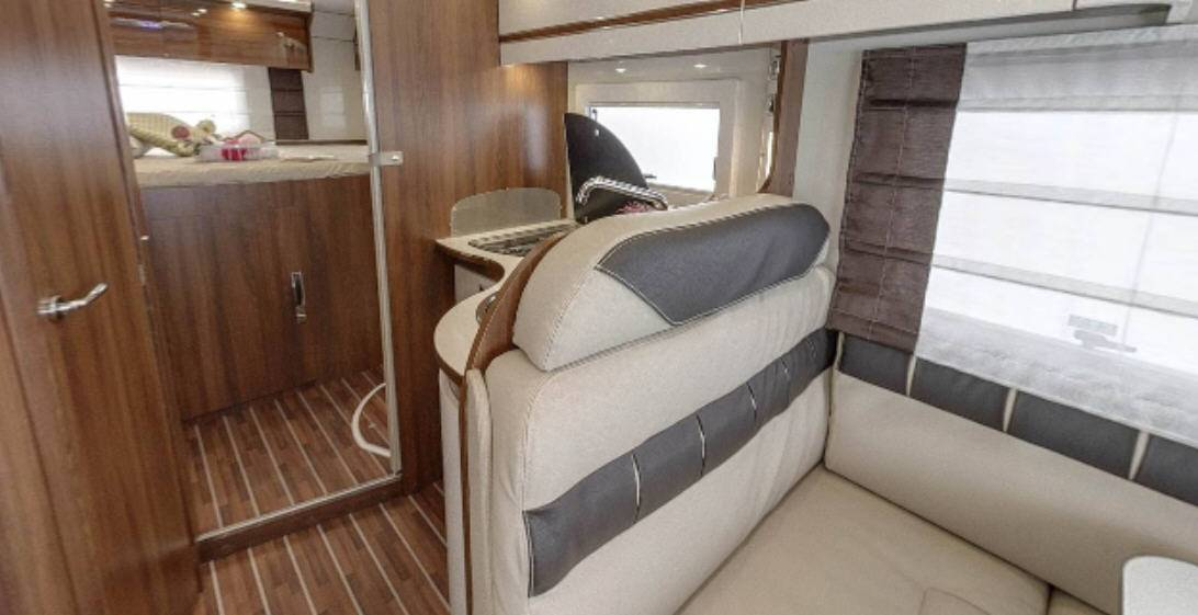 Mclouis Nevis 860G - Interior