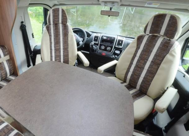 Pilote Reference P 730 LGJR - Interior