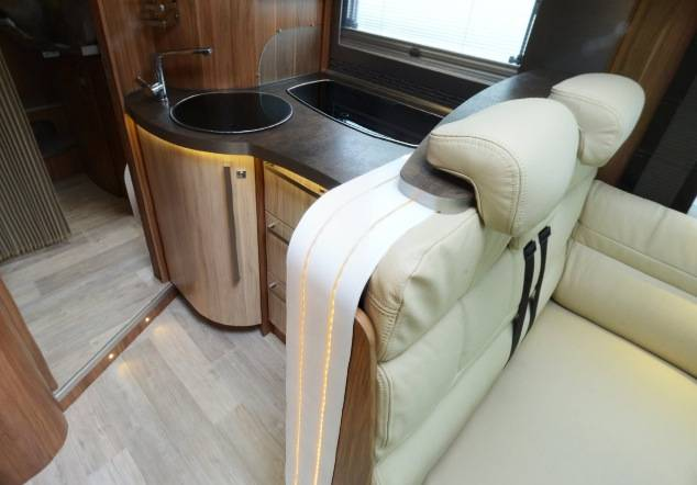 Pilote Explorateur Diamond G 742 LGJE - Interior
