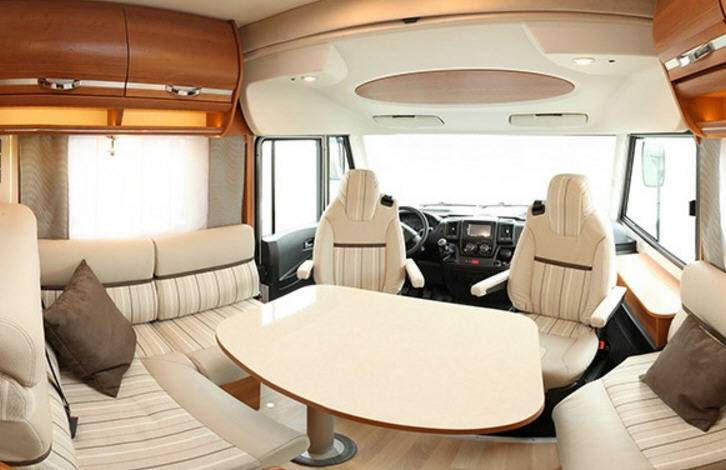 Rapido Serie 8 886 F - Interior