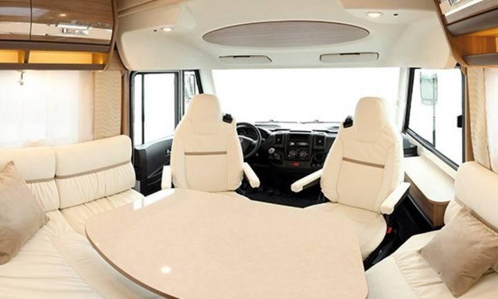 Rapido Serie 8 8066 DF - Interior