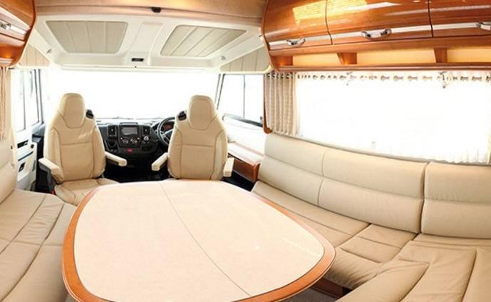 Rapido Serie 9 9048 dF - Interior