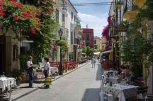 Cinco motivos para ir de camping a Marbella en otoño