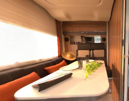 Challenger Genesis 100 - Interior