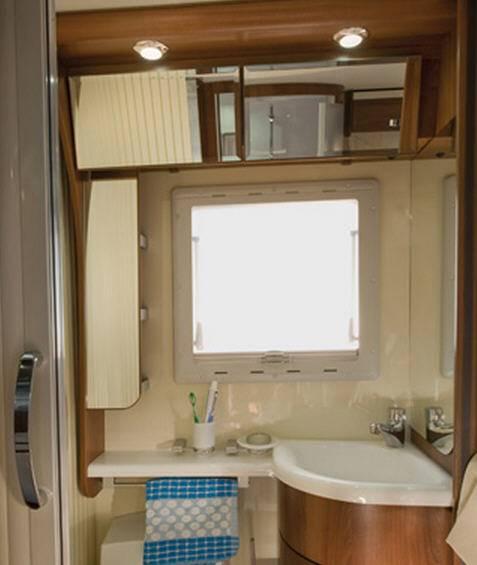 Mclouis Tandy 638G - Interior