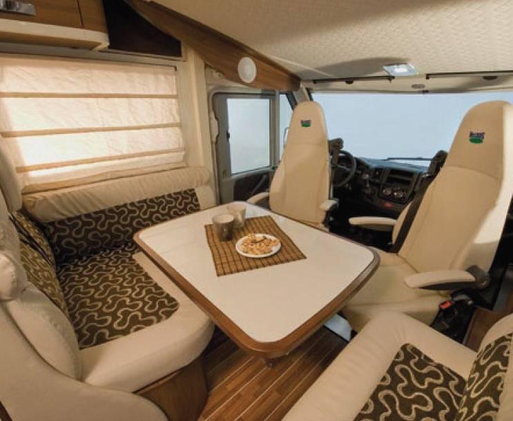 Mclouis Nevis 873G - Interior