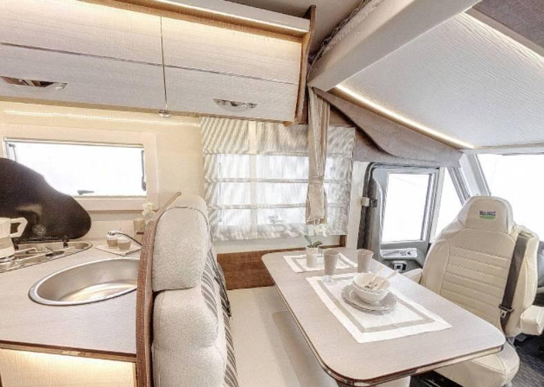 Mclouis Ness 73G - Interior