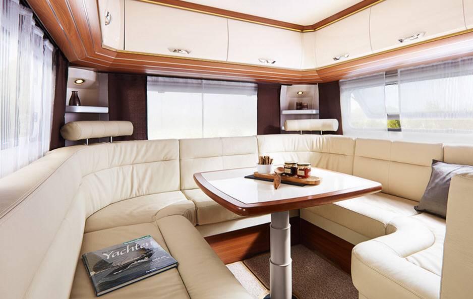 Hobby PREMIUM 560-CFE - Interior