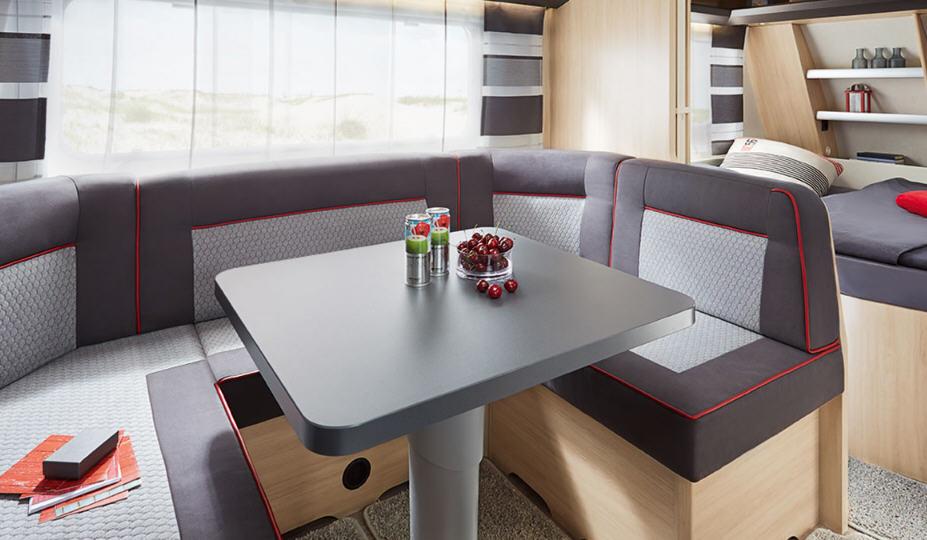 Hobby DE LUXE 650 KMFE - Interior