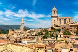 Girona, una ciudad llena de historia que te hará viajar en el tiempo