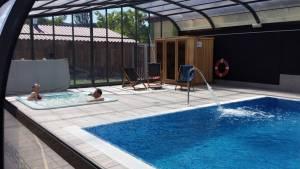 Naturaleza, camping, spa y piscina cubierta