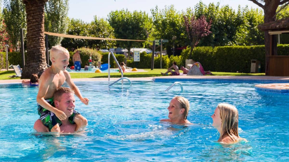 piscina-camping-les-medes