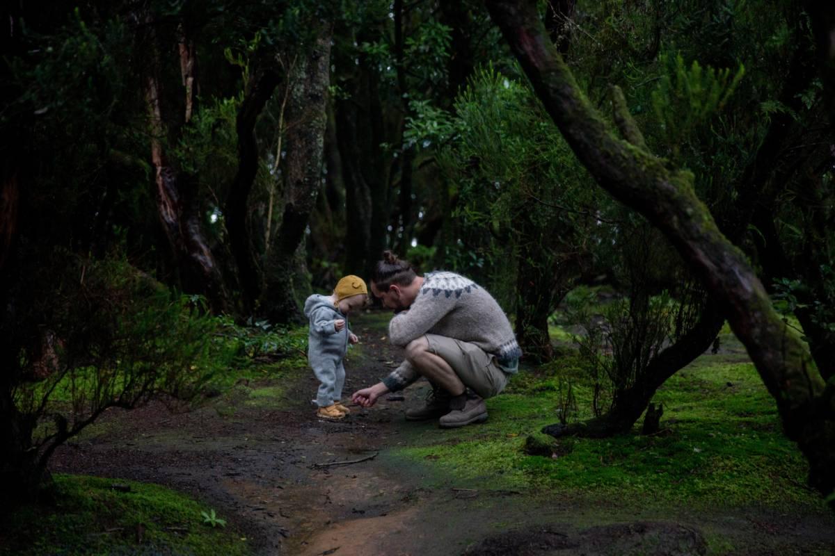niños jugando camping