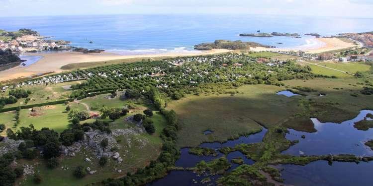 Marismas en la costa de Noja