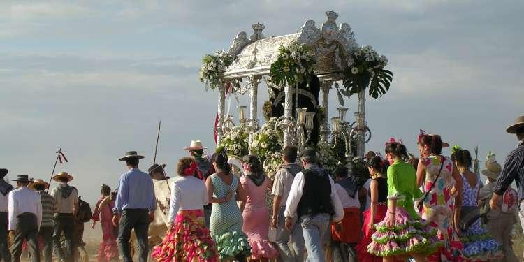 La Romería del Rocío, una fiesta religiosa muy importante en Andalucía.