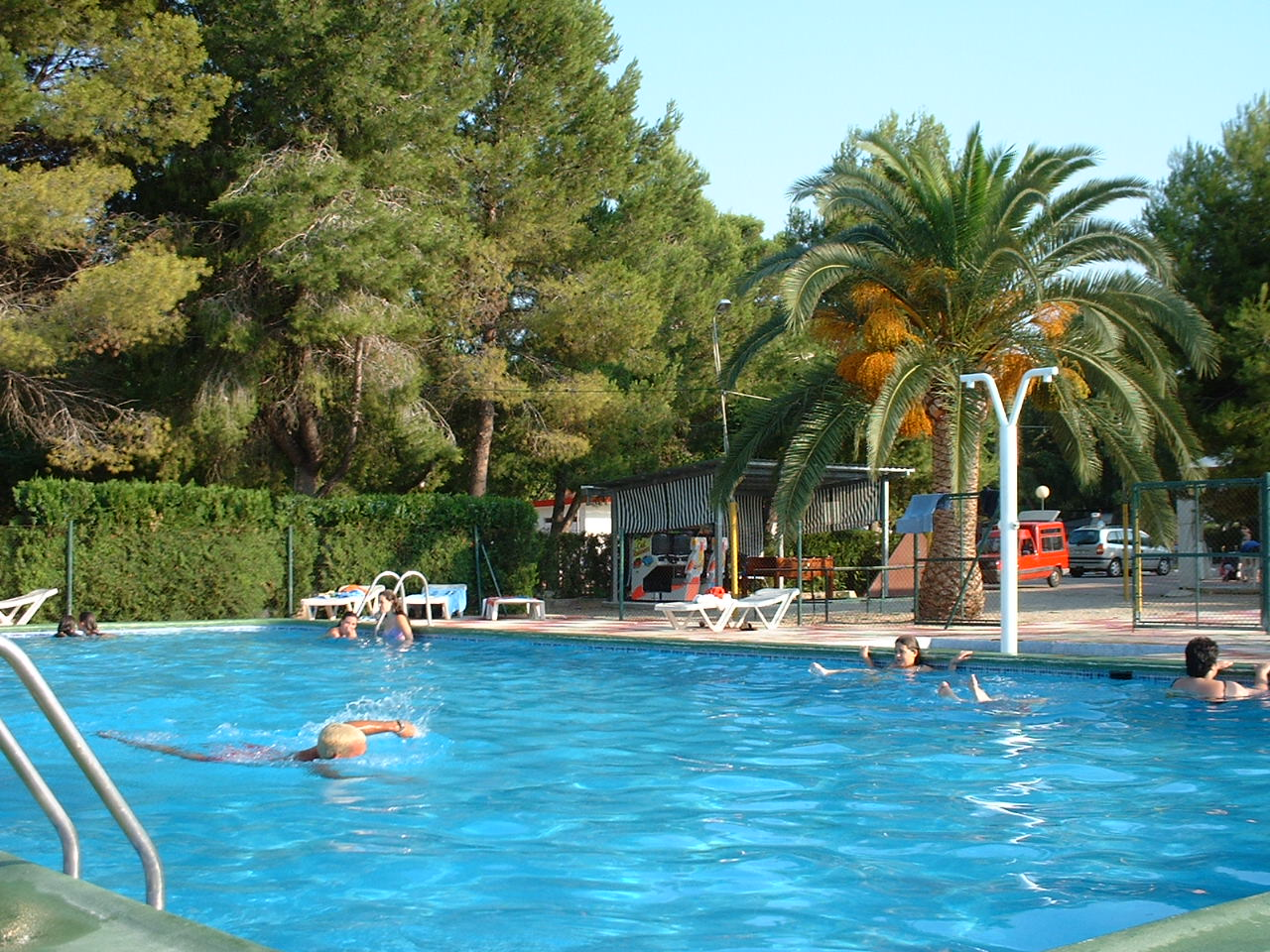Gand a mucho m s que playa for Piscinas desmontables hechas a medida