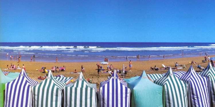 La playa de Zarautz es la más larga de la costa vasca.