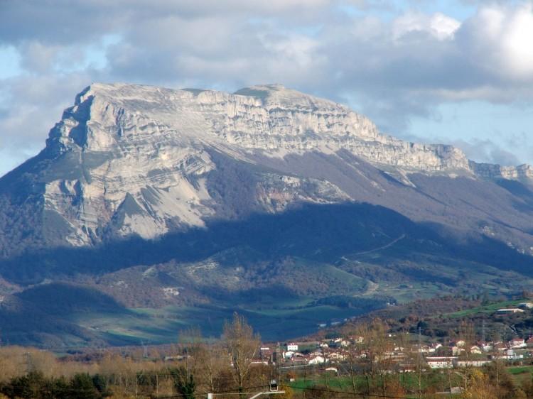 Vista de la sierra de San Donato desde Alsasua.