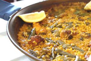 ¡A la rica paella valenciana!