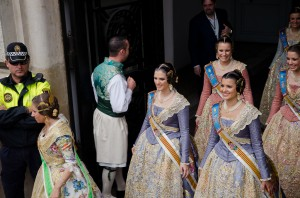 Falleras leave the council after the mascletá.