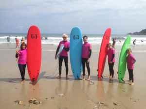 Disfruta y aprende a surfear en Cudillero