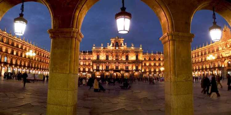 La Plaza Mayor de Salamanca iluminada