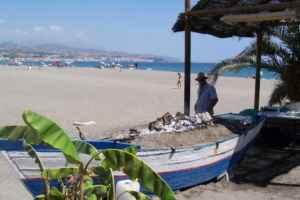 Verano de camping en la Costa del Sol: playa y festivales